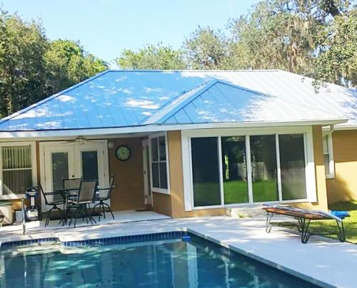 photo of house with metal roof